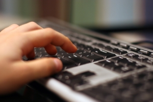Az internet veszélyei és kockázatai gyerekre és fiatalokra