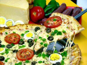 Pizza készítés otthon – egyedi ízesítés a kulináris élvezetekért