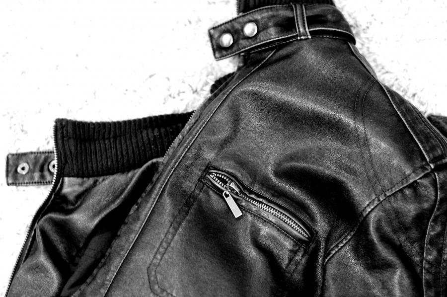 Újra divatos a bőrkabát: fekete vagy barna a nyerő?